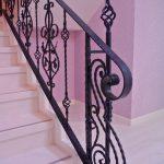 メゾネットタイプのマンション、階段の意匠性を重視。