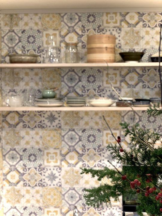 背景の壁紙が見えるので、店舗デザインのような雰囲気の仕上がりにできます。